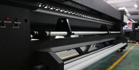 Imagen del recogedor trasero de la impresora 3.3 Uv Led Gold Series